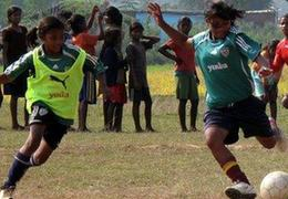 國社@體育 踢球吧!印度——龍與象不約而同逐夢足球