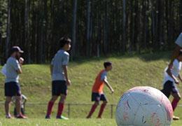 走進魯能U16巴西長期培訓隊 中巴球員混練,踢球外的生活啥樣