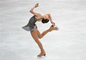 冰雪運動百科⑥|花樣滑冰:運動員穿著冰鞋隨著音樂在冰上起舞