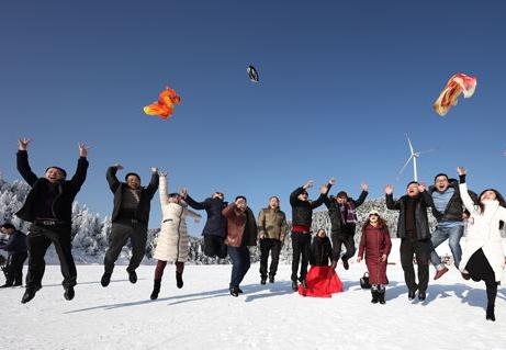 """在冰雪場地缺的南方如何推廣冰雪運動?來聽聽""""火爐""""重慶滑雪場的負責人怎麼説"""