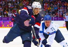 冰雪運動百科⑩|冰球:運動員要穿戴包括頭盔、手套、護帶等在內的護具