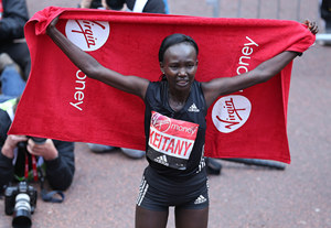 為破馬拉松世界紀錄,肯尼亞女選手將用男性領跑員