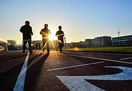 高校跑步APP引發師生對立:強制鍛煉,加深對跑步的厭惡