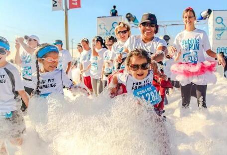 """倣佛回到了童年!這項馬拉松被稱為""""地球上最開心的5公裏"""""""
