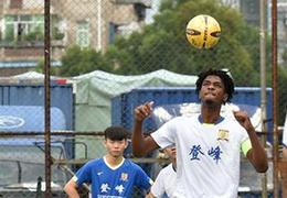 廣州街道裏的非洲足球小隊長