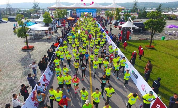 """六合竹鎮馬拉松:路跑賽事的熱潮下""""小而美""""的賽事可以這樣突圍"""