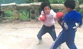 """厲害了!這個""""小湯圓""""會打拳擊——看貴州大山裏的中國版《摔跤吧!爸爸》"""