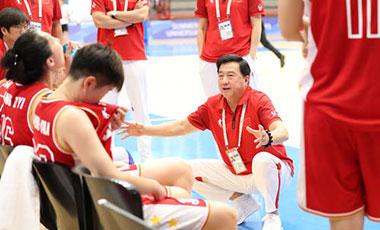 強大對手成就強大自己 外線出色內線暴露問題——專訪中國大學生女籃主帥董志權