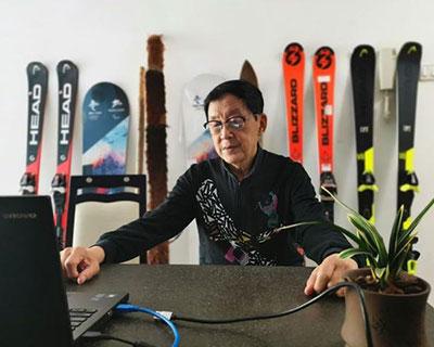 首位全國滑雪冠軍為北京冬奧組委滑雪戰隊網上授課
