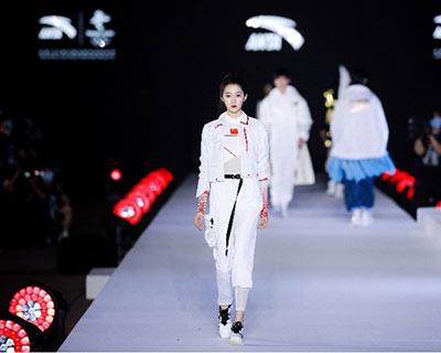 安踏北京2022年冬奧會特許商品服裝發布