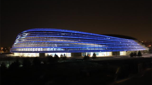 """北京冬奧會標志性場館國家速滑館""""冰絲帶""""亮了"""