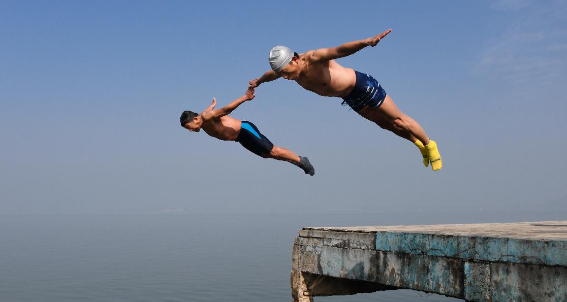 全民健身——冬跳東湖