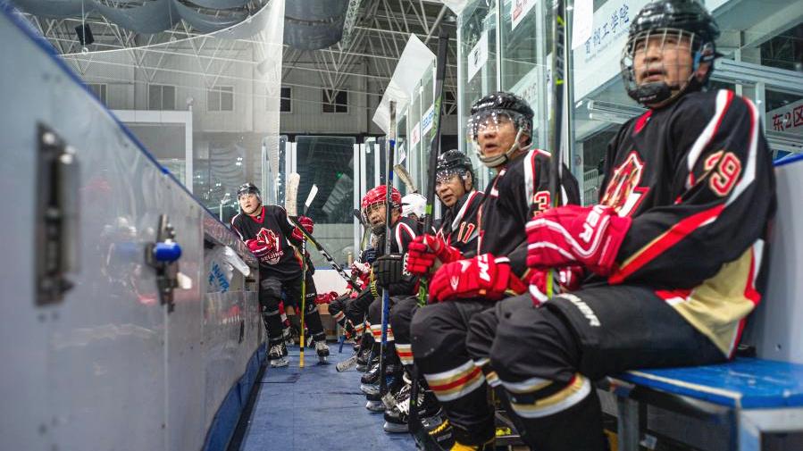 北京冬奧讓什剎海老男孩在冰場重聚