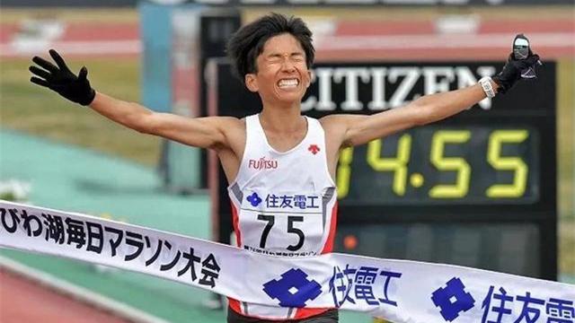 鈴木健吾打破日本馬拉松全國紀錄