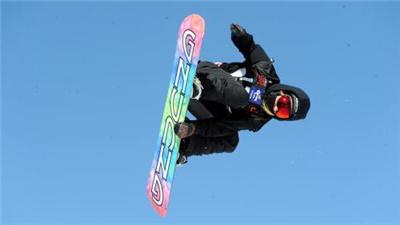 """""""悍將""""帶你滑""""旱雪""""!這個單板滑雪冠軍實現了全年無雪教學"""