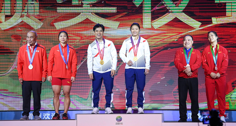 全運會-舉重女子64公斤級決賽:廣東隊選手曾田甜獲得冠軍