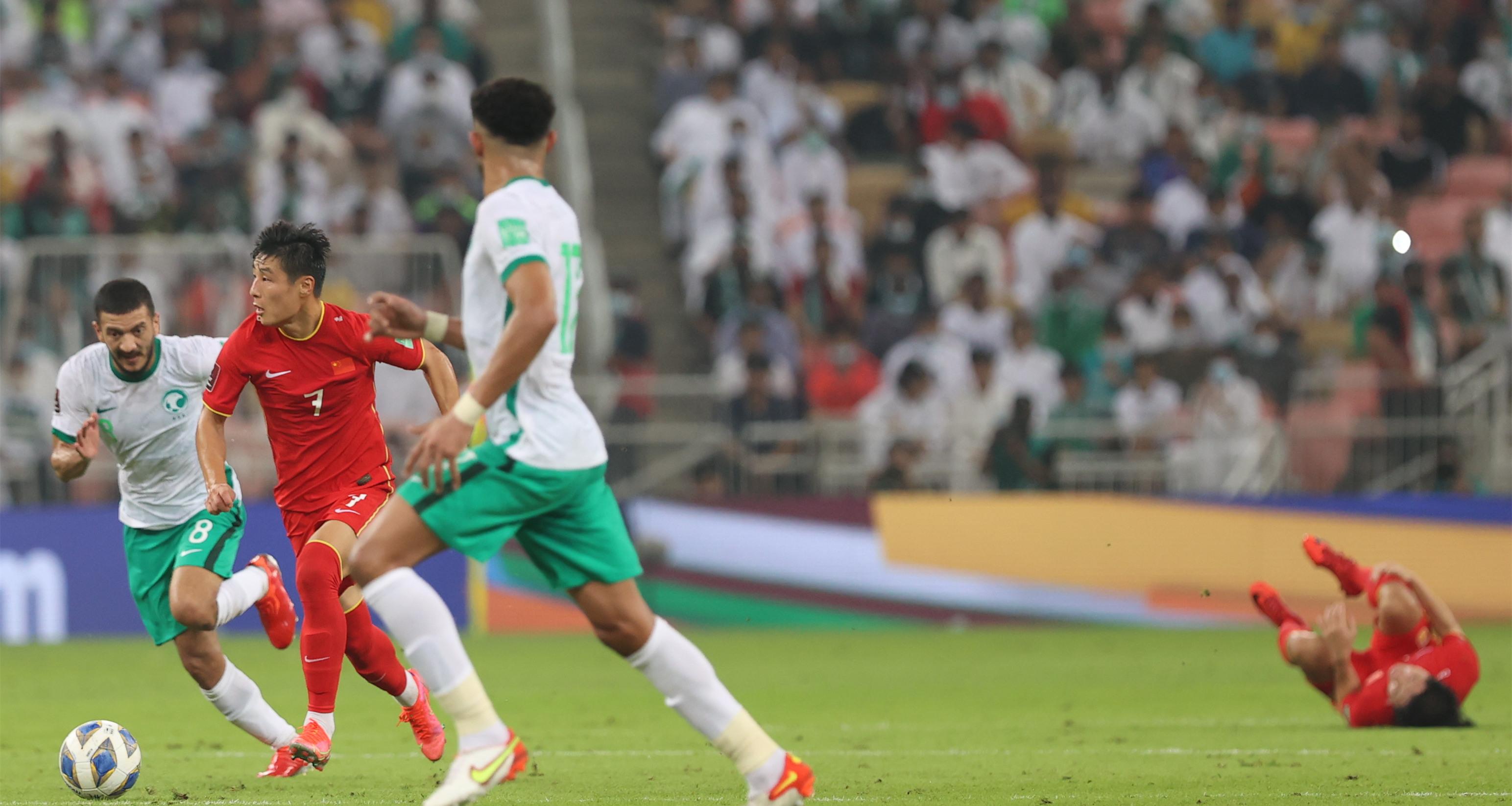 世預賽12強賽:中國隊不敵沙特隊