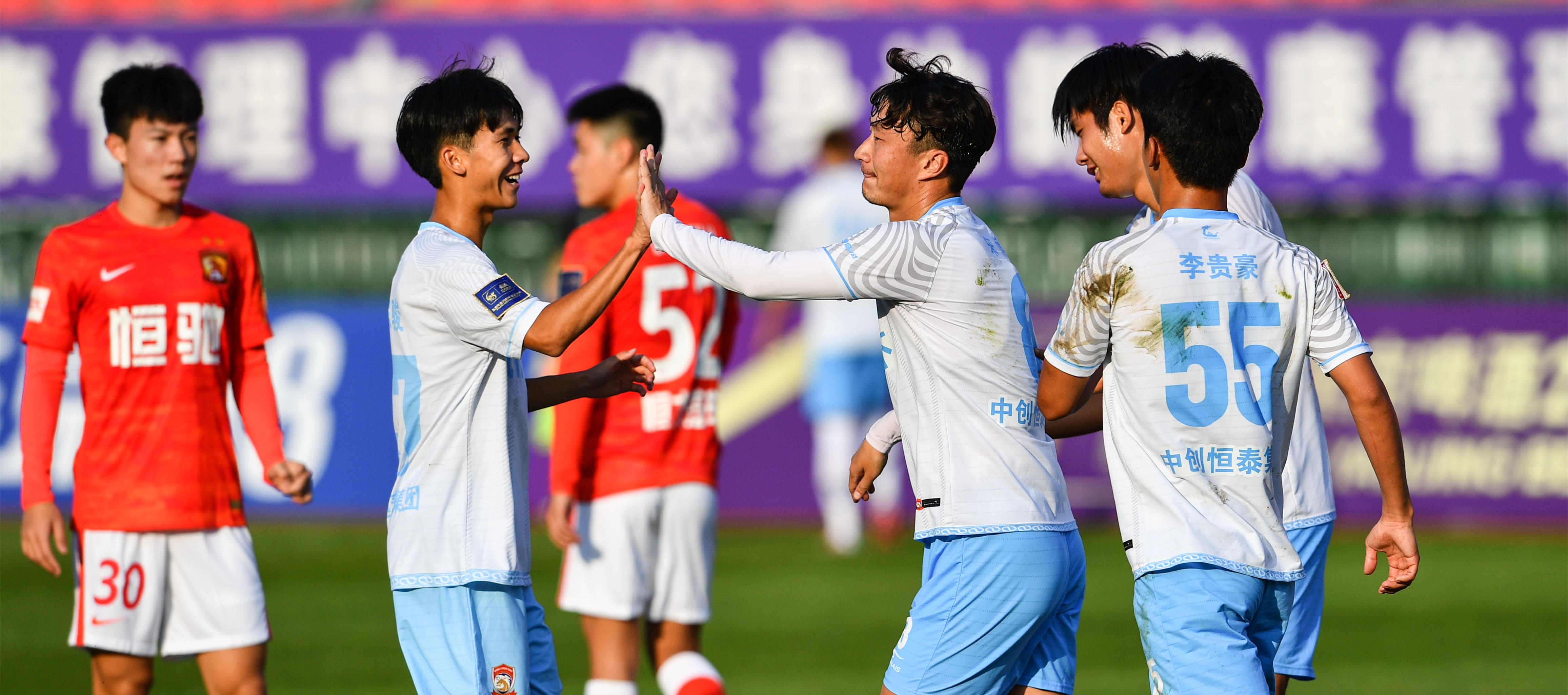 足協杯:青島青春島勝廣州隊
