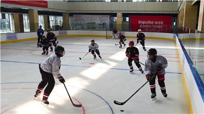 全民健身——合肥:練冰球 迎冬奧